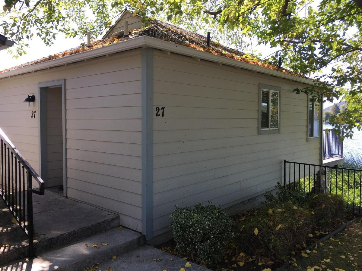 No. 27 - Queen Studio Cottage 1.JPG