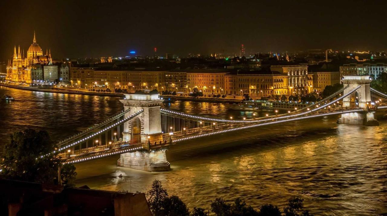 sz-a-chenyi_chain_bridge_in_budapest_at_night.jpg.1920x0.jpg