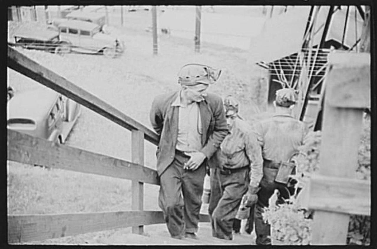 maidsville-wv-1938-miners.jpg.1080x0.jpg