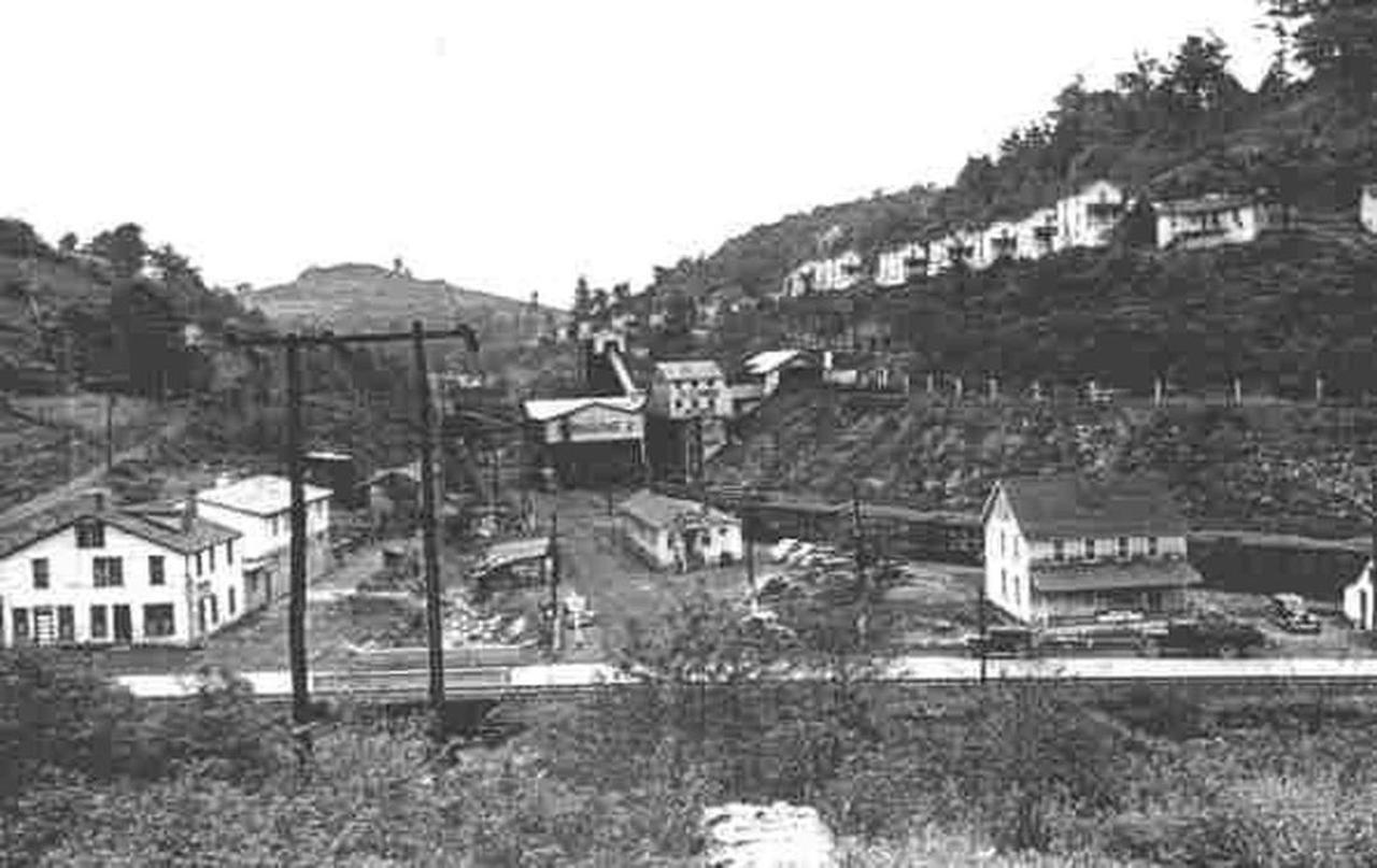 pursglovewv1938.jpg.1080x0.jpg