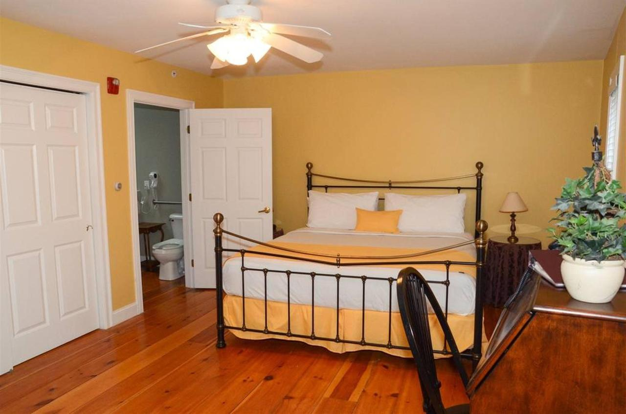 one-room-handicap-suite_409.jpg.1024x0.jpg