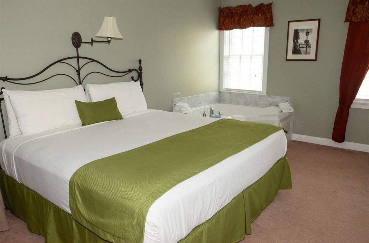 one-room-suite-2.jpg.1024x0.jpg