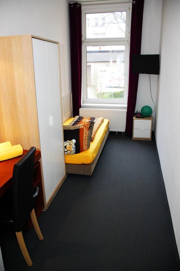 Zimmer3a.jpg