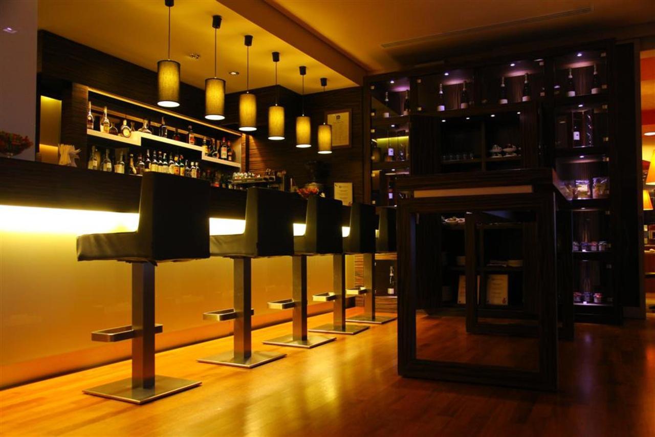 Bar (Large) .JPG