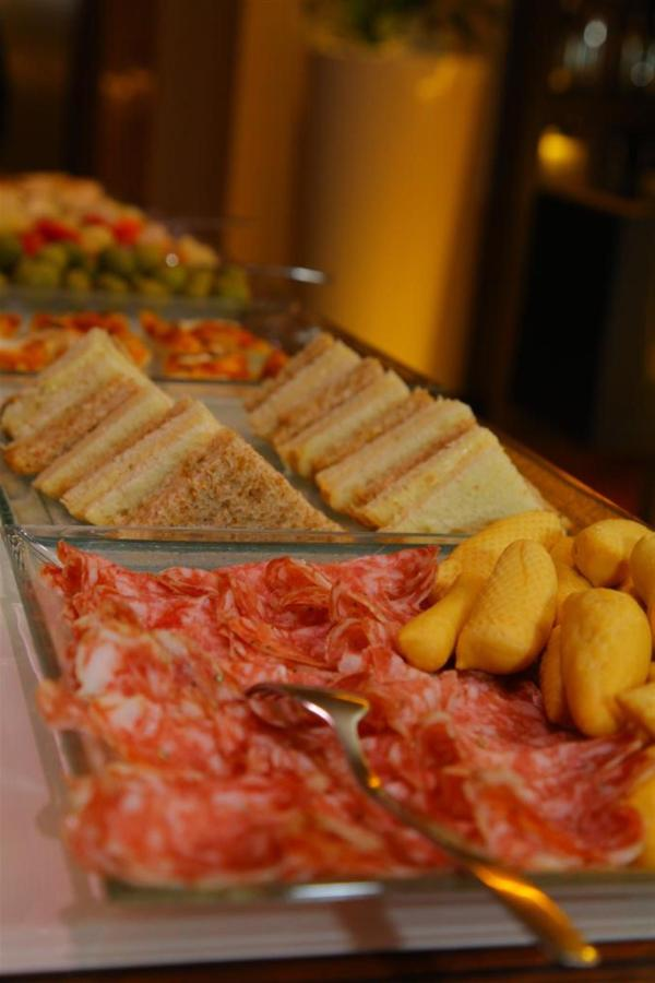 Bar Buffet 4 (Large) .JPG