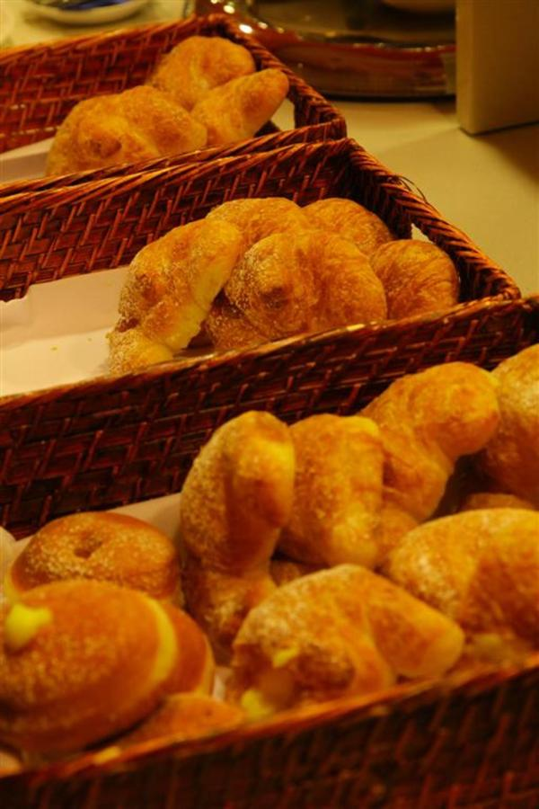 croissants (Large) .JPG