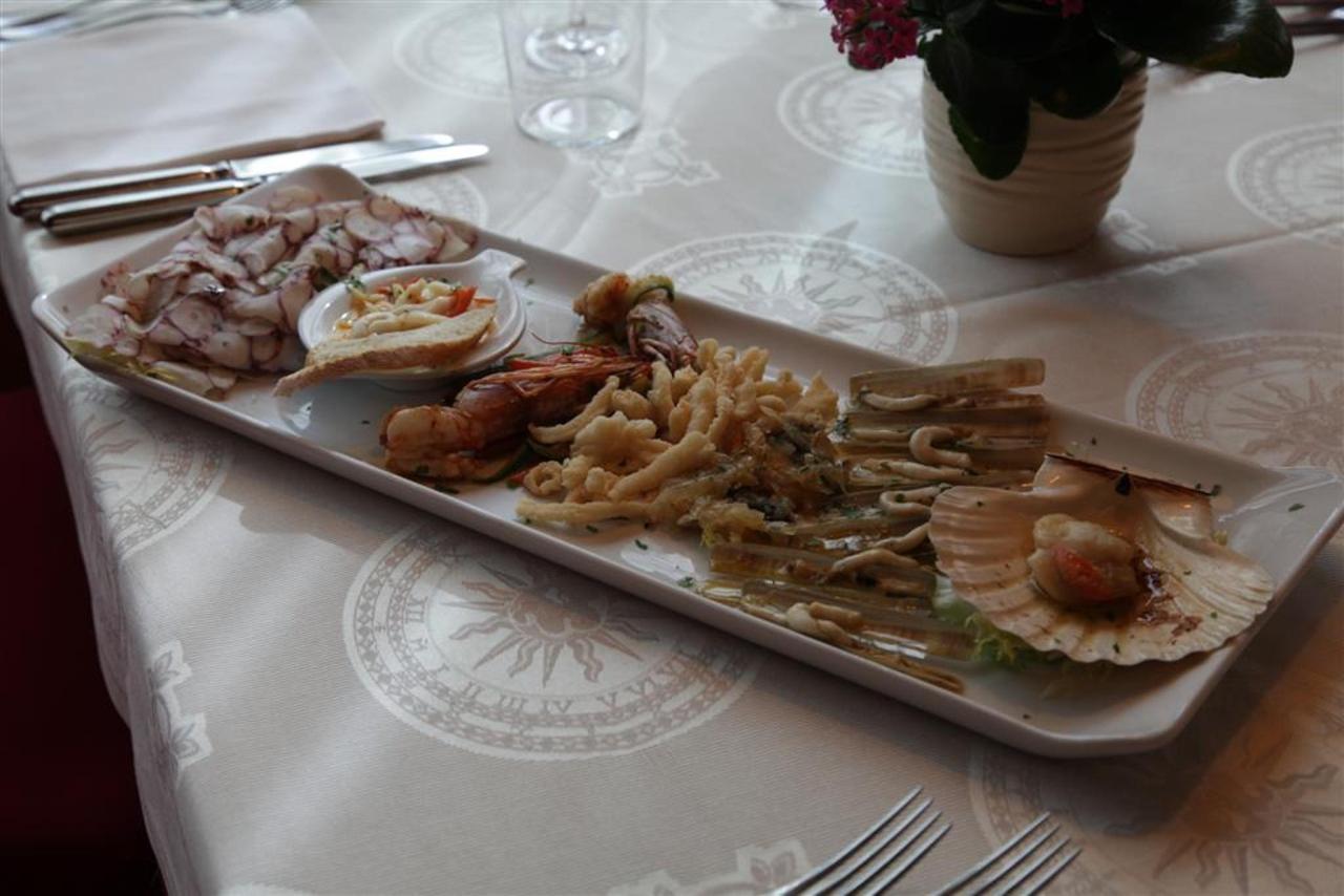 Un plat de poisson (Grand) .JPG