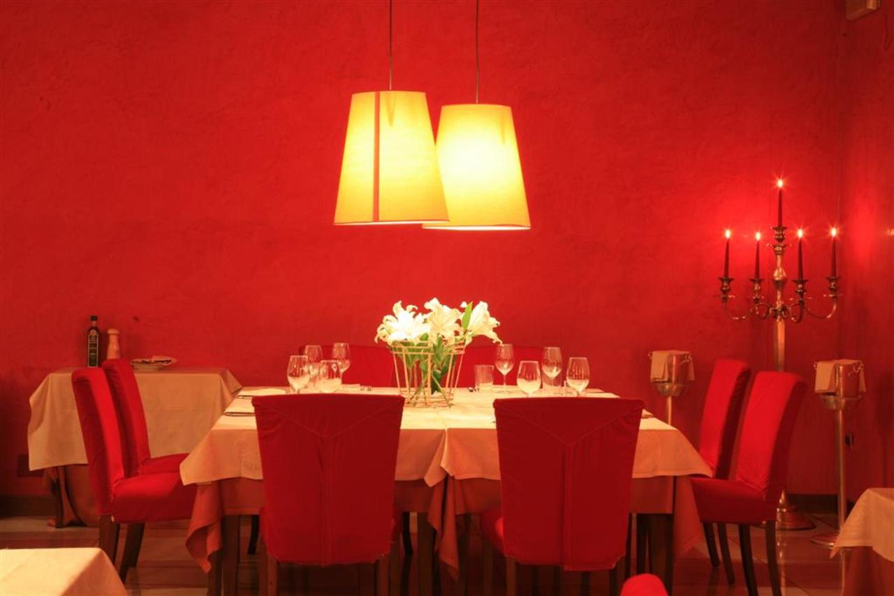 Restaurant (Large) .JPG