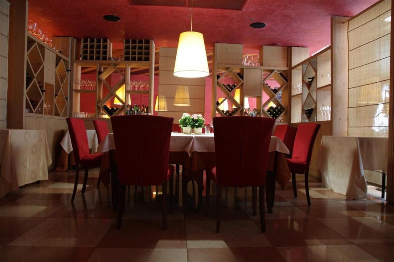 Lounge Restaurant (Large) .JPG