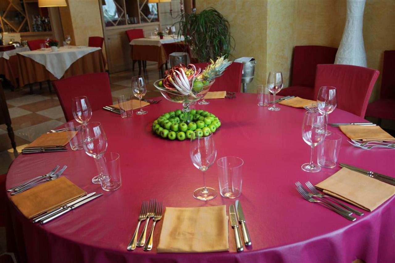 Table en cuir Restaurant (Grand) .JPG