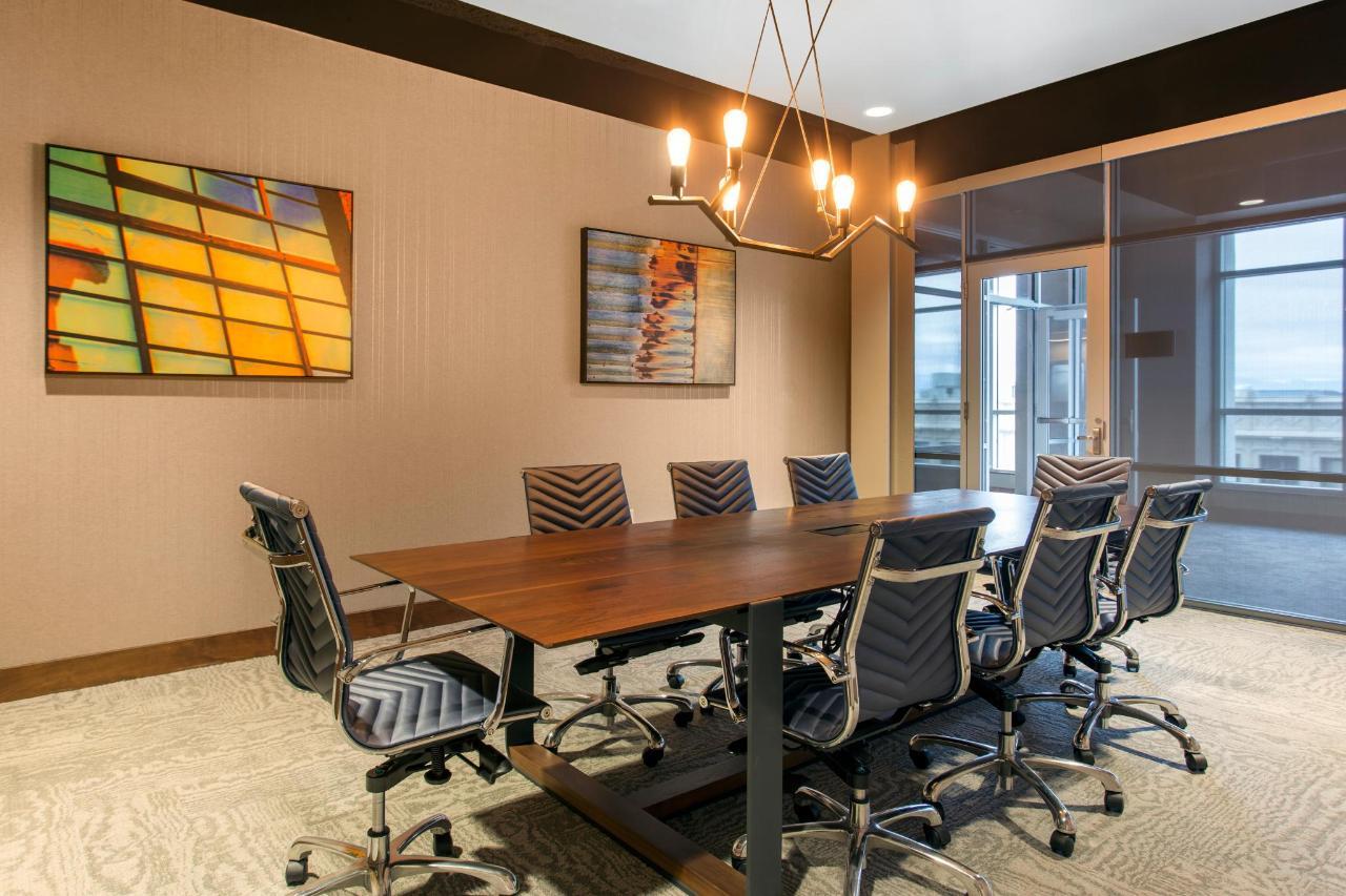 Fraga Boardroom 2.jpg