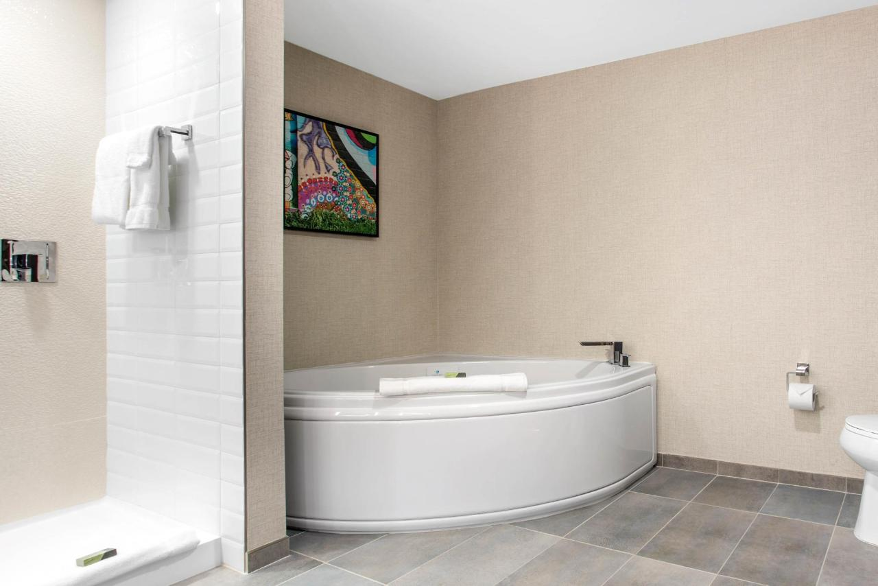 813 Bathtub.jpg