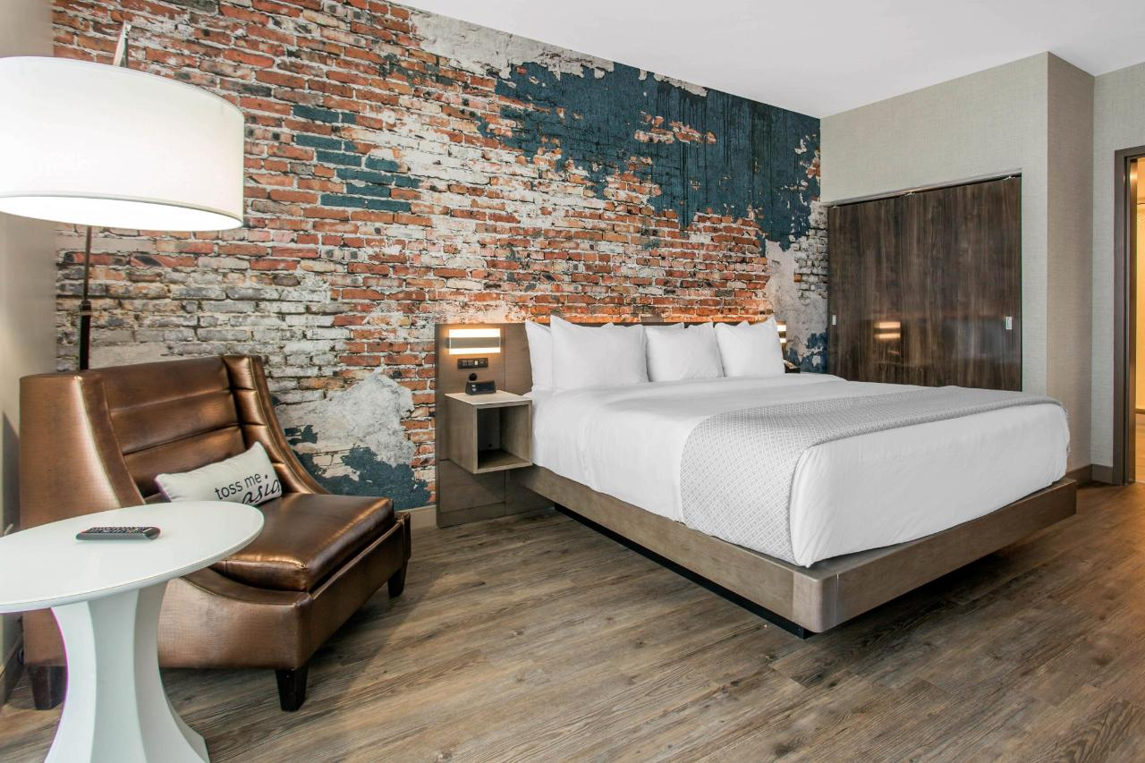 813 Master Bedroom.jpg