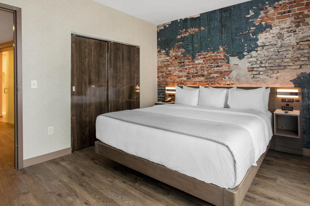 813 Second Bedroom.jpg