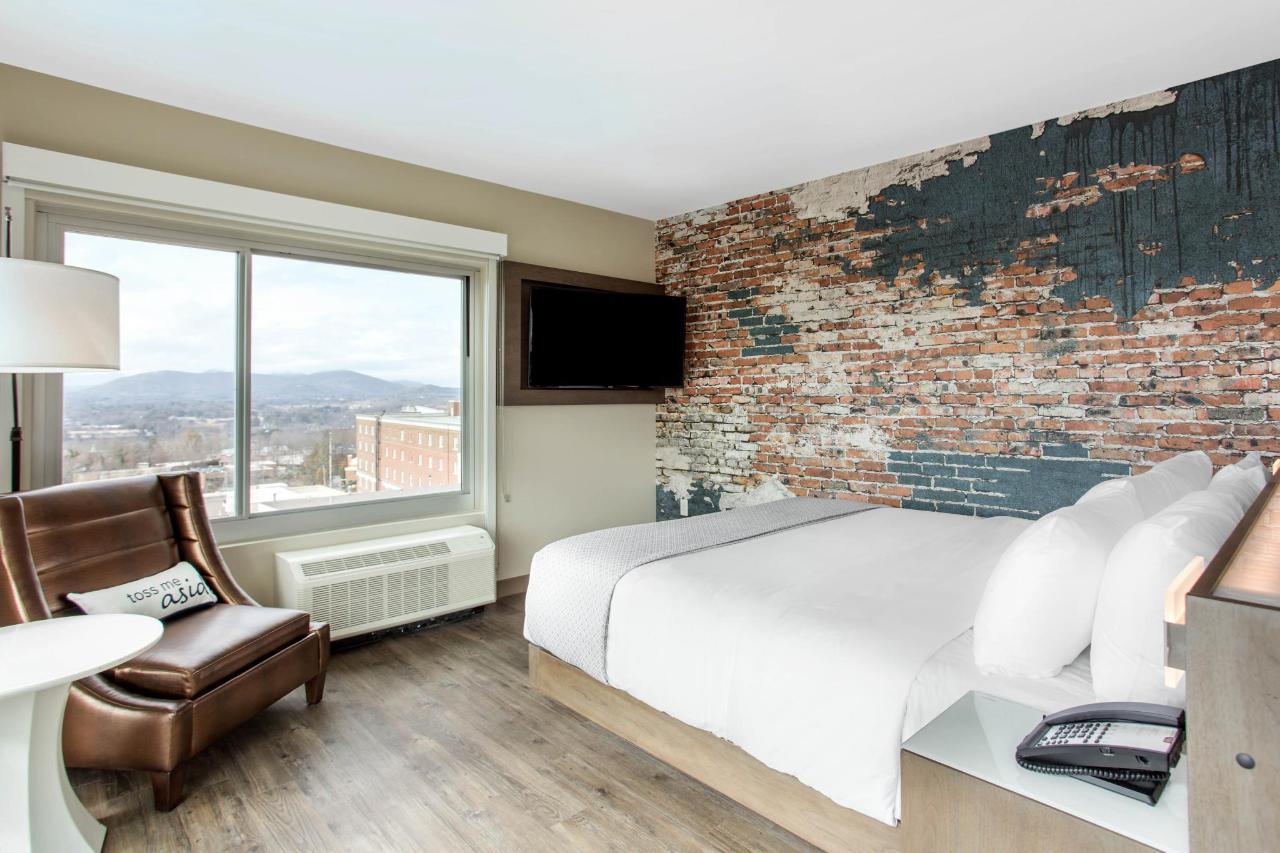 Premium Corner King Room .jpg