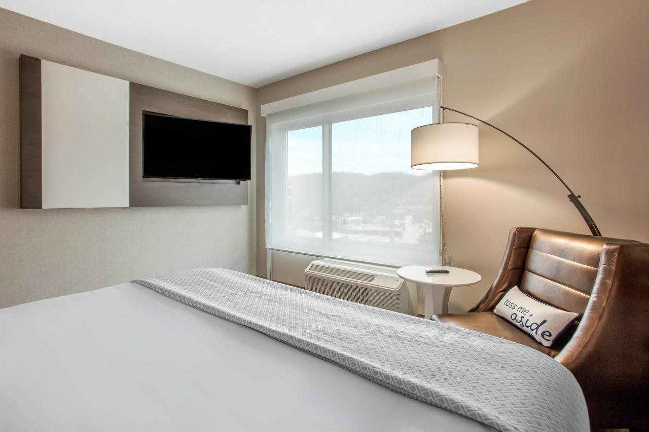 Standard King Room 2.jpg