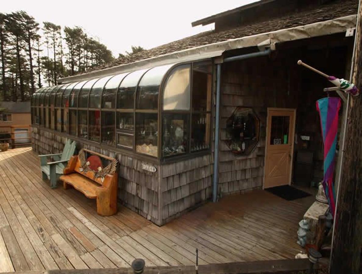 Gift Shop exterior