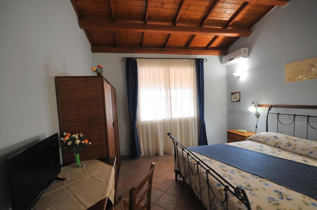 Mandorleto_Resort_Noto_Bed_and_breakfast_Noto_Siracusa_Avola_villa_noto_resort_noto_Avola_siracusa_villa_con_piscina_noto_campagna_marzamemi_bb__13.jpg