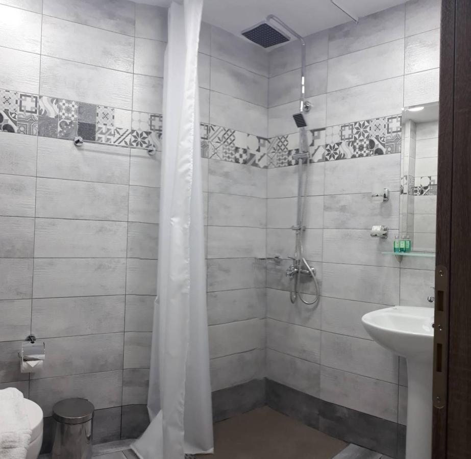 bathroom_panorama.jpg