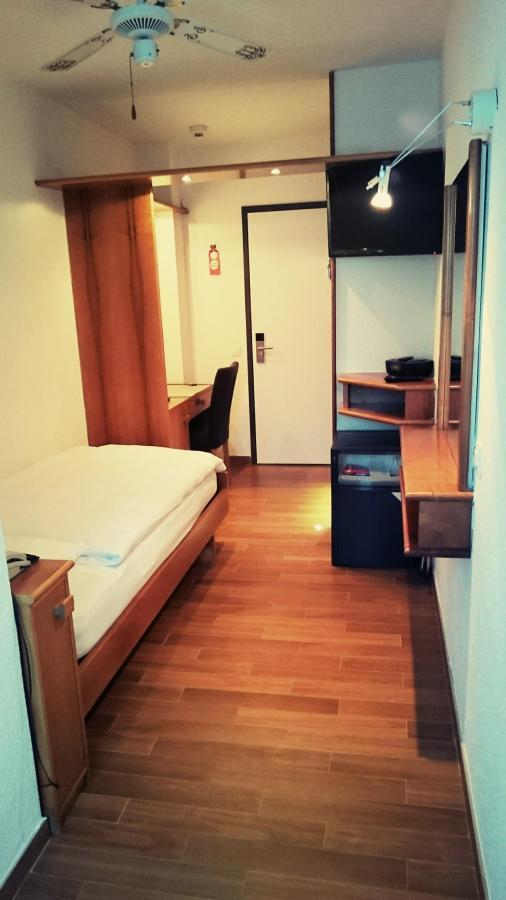 hotel-campione-bissone-camera-singola-standard 2.JPG