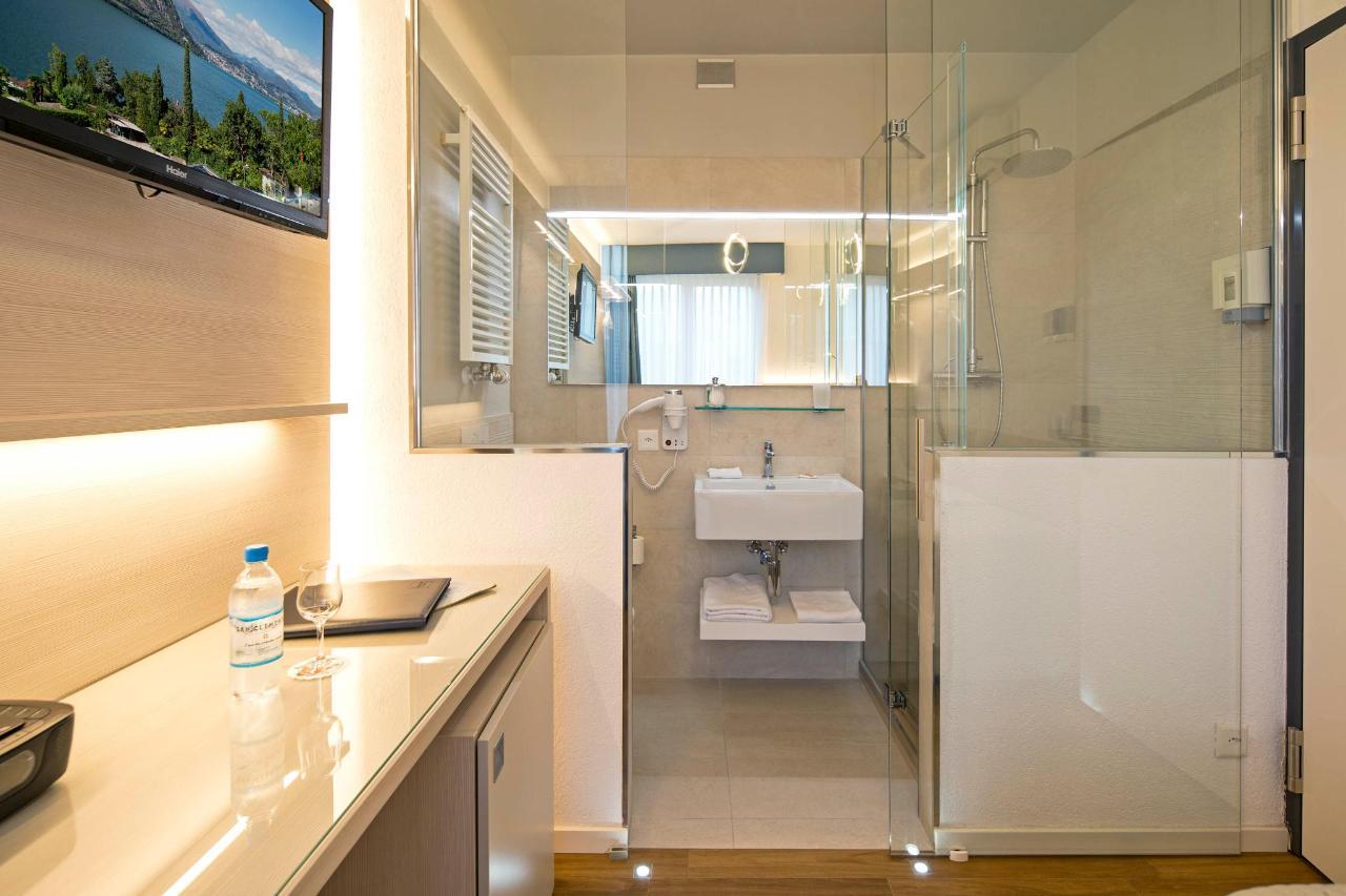hotel-campione-bissone-bagno-camera-singola.jpg