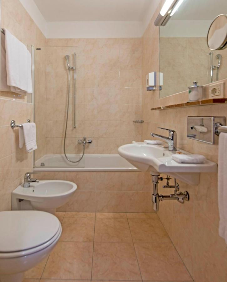 hotel-campione-bissone-bagno-camera-superior 2.jpg
