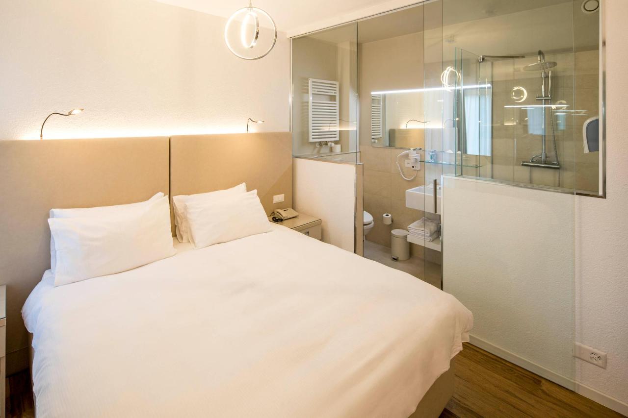 hotel-campione-bissone-camera-doppia-standard 2.jpg