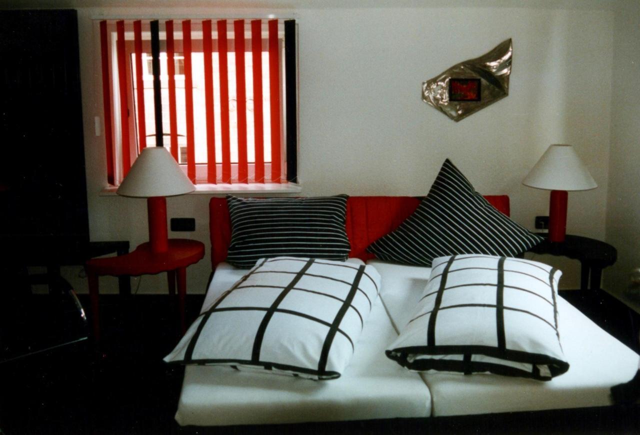 Hundertwasser-Zimmer 1.jpg