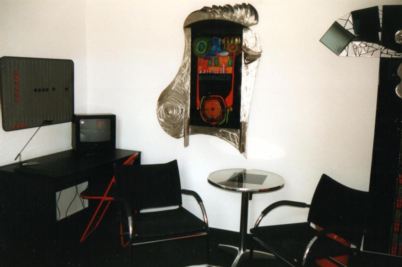 Hundertwasser-Zimmer 2.jpg