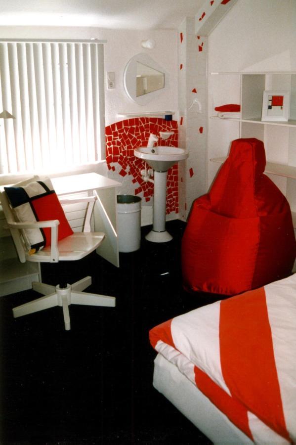 Mondrian-Zimmer 1.jpg