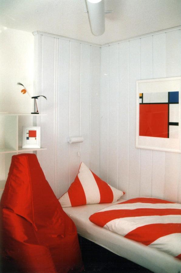 Mondrian-Zimmer 2.jpg