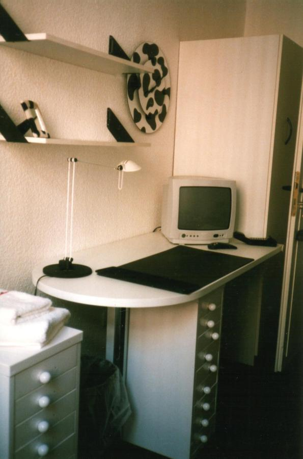 Mooh-room desk.jpg