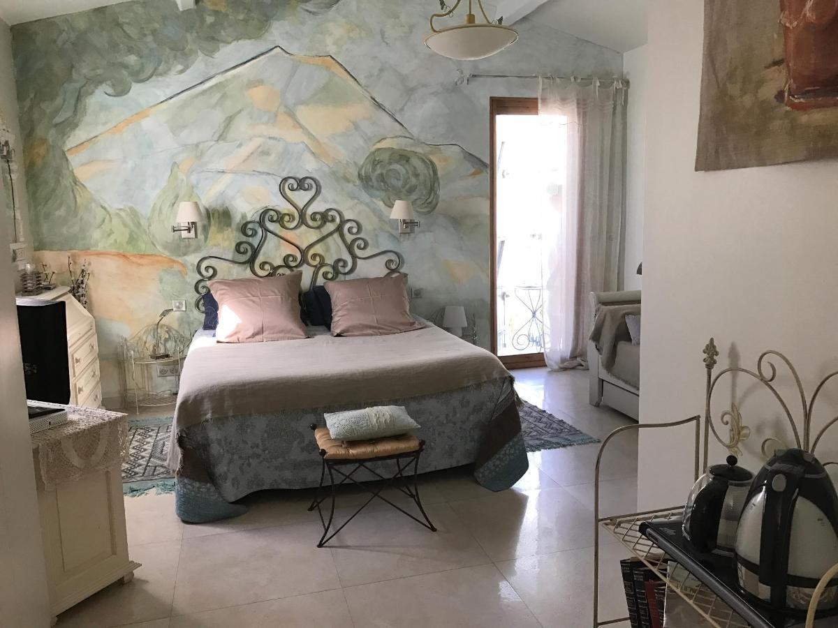 Room Cezanne Sainte Victoire teapot 6.2JPG (2017_07_19 14_54_03 UTC) .JPG