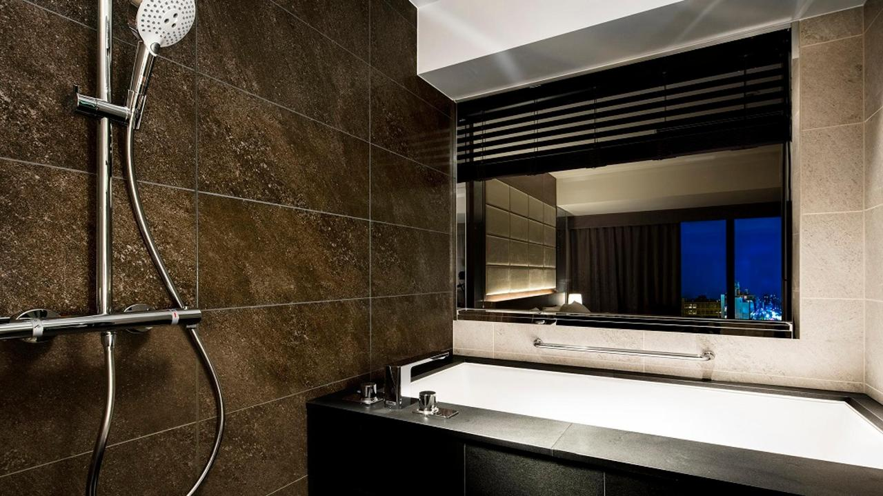 Regular Floor Suite Double (Bathroom).jpg