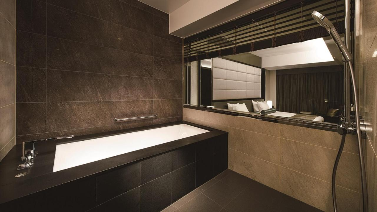 Premium Floor _ Suite Twin (Bathroom).jpg