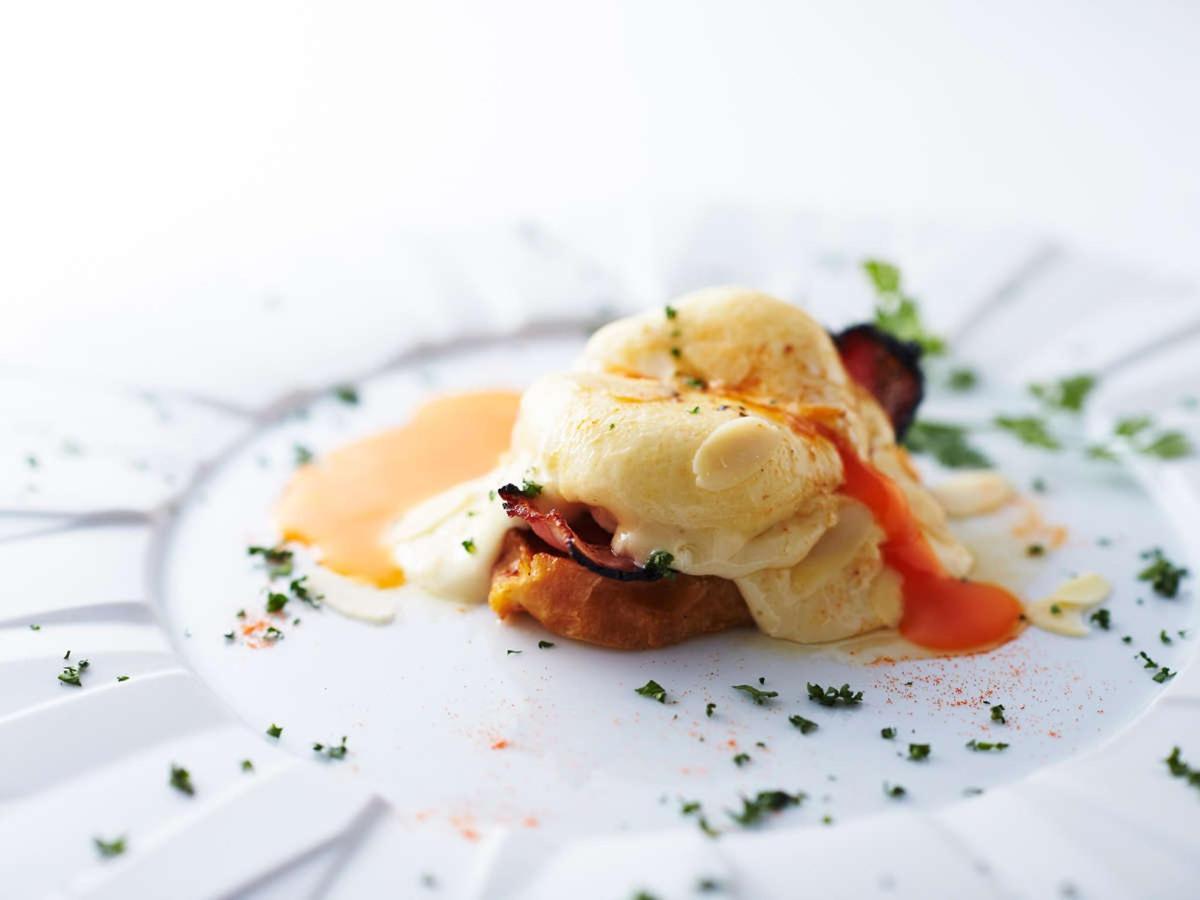 Cross Style Breakfast - Original Egg Benedict.jpg