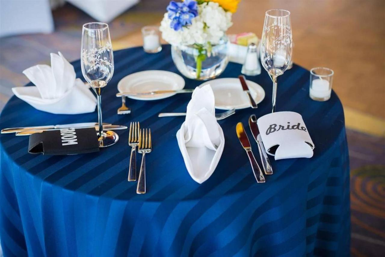 Pier 5 Hotel Bride and Groom Sweetheart Table 1 Shot by Photograhy by Brea.jpg