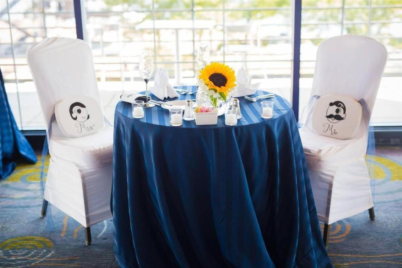 Pier 5 Hotel Bride and Groom Sweetheart Table 2 Shot by Photograhy by Brea.jpg