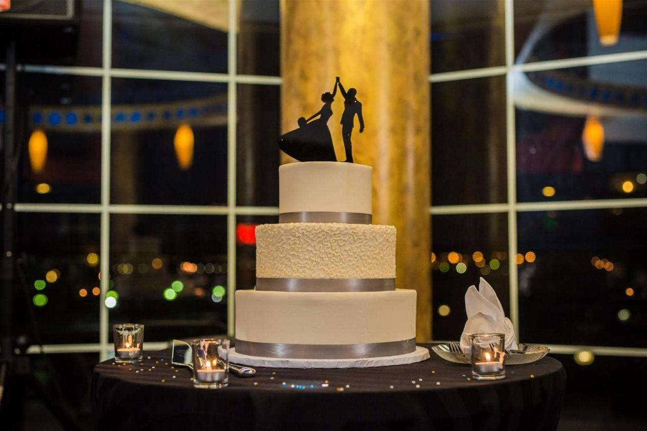 Pier 5 Hotel Wedding Cake Wedding Shot by Photography by Brea.jpg