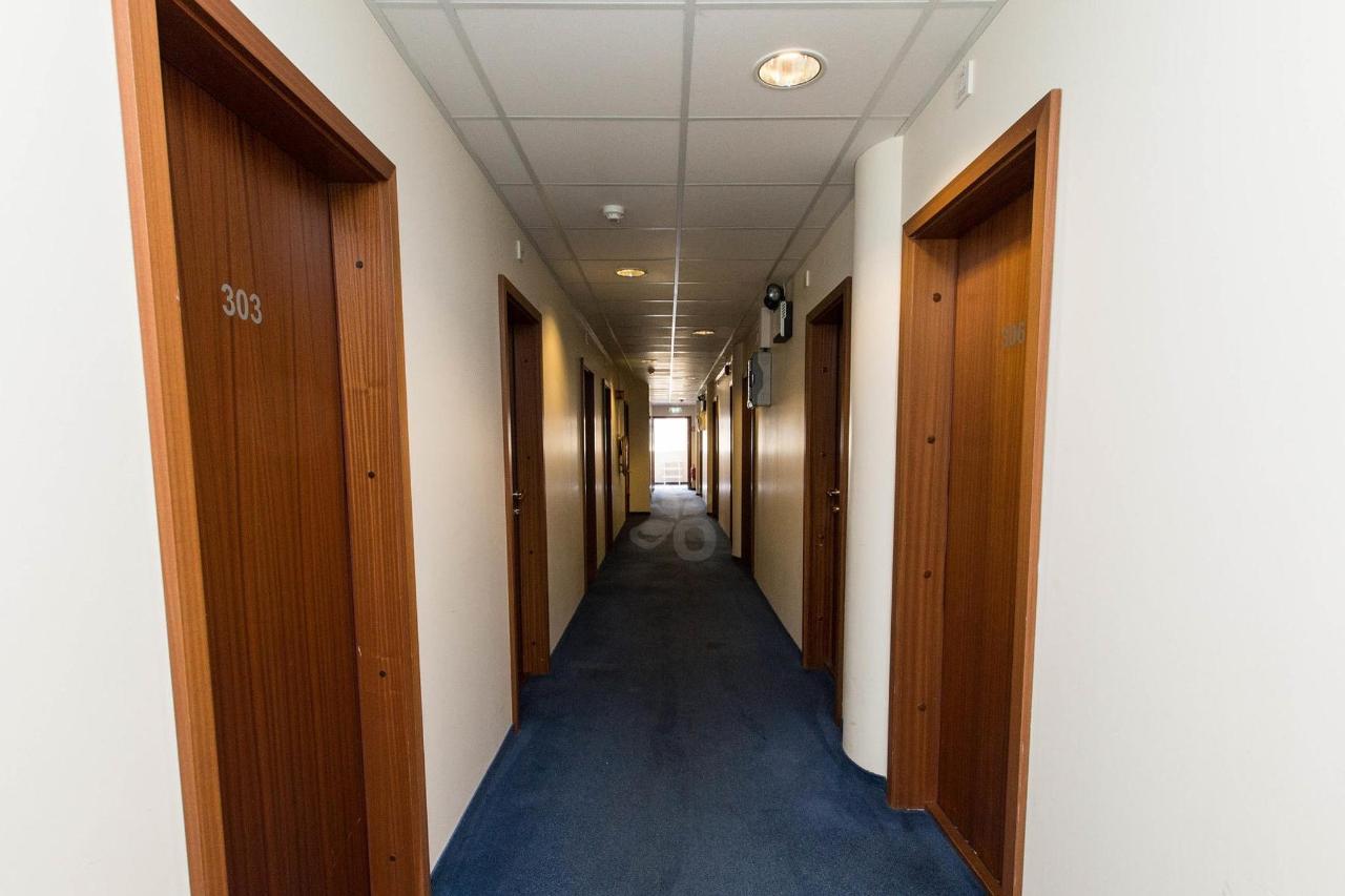 hallways--v17295337-2000.jpg