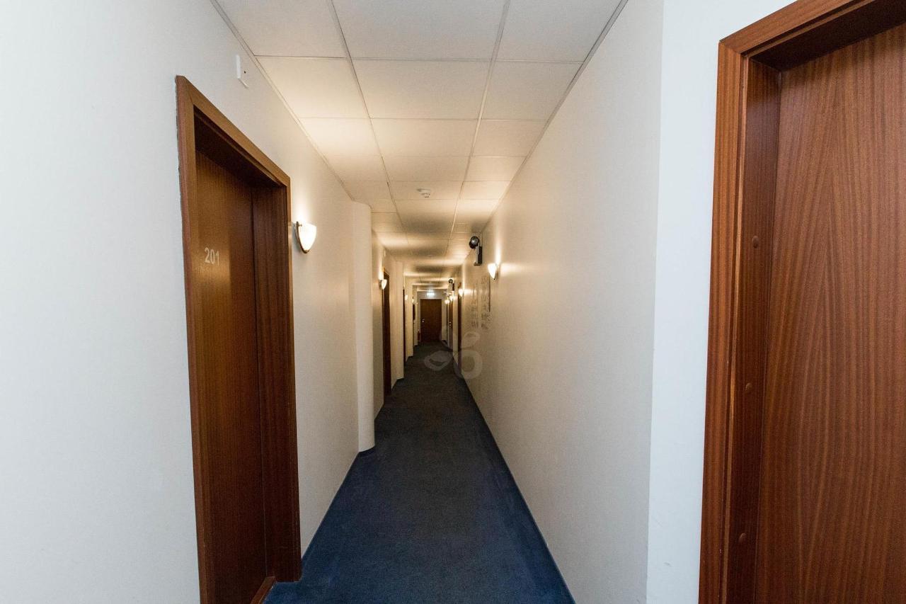 hallways--v17295367-2000.jpg