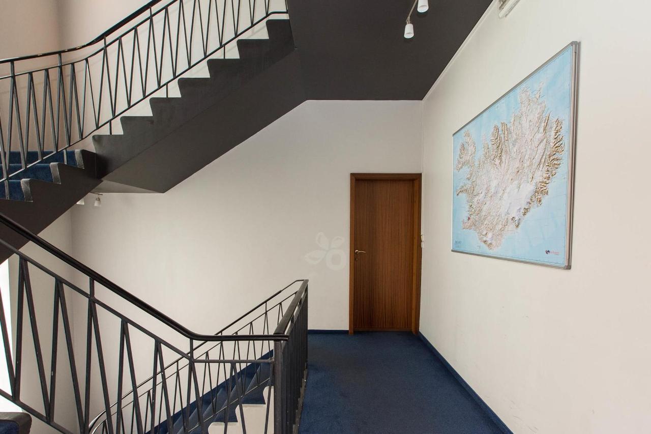 stairs--v17295300-2000.jpg