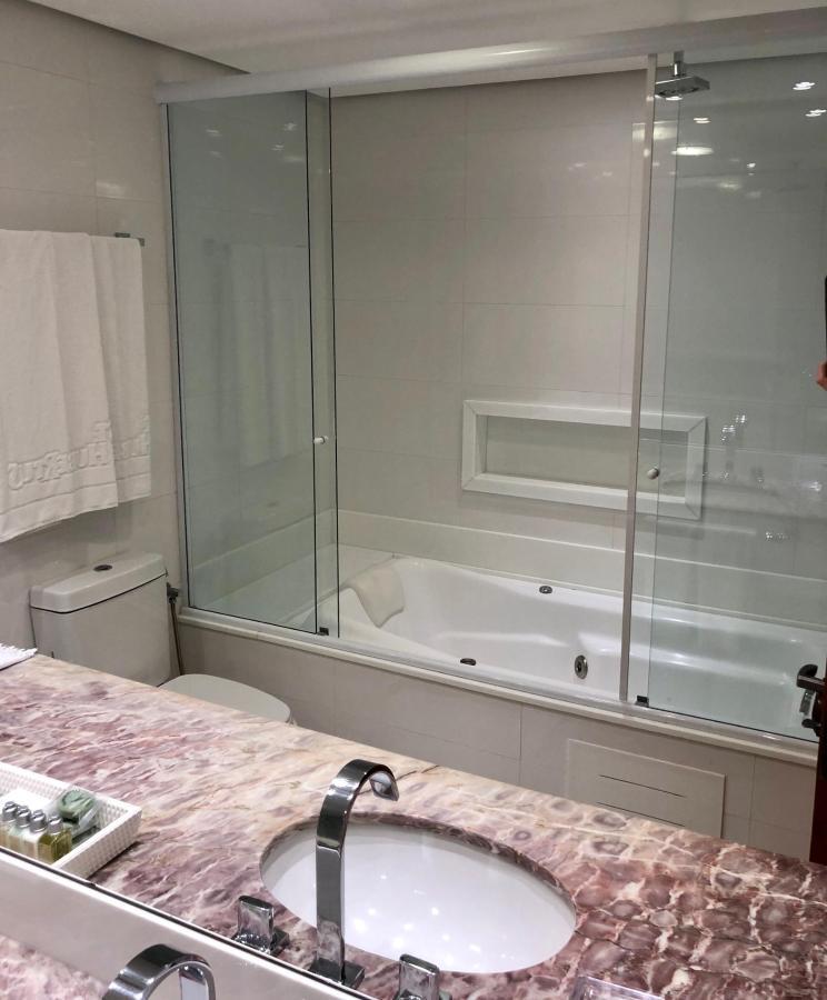 banheiro luxo especial com hidro.jpg