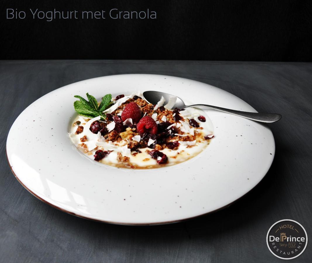 与格兰诺拉麦片(3).jpg的有机酸奶