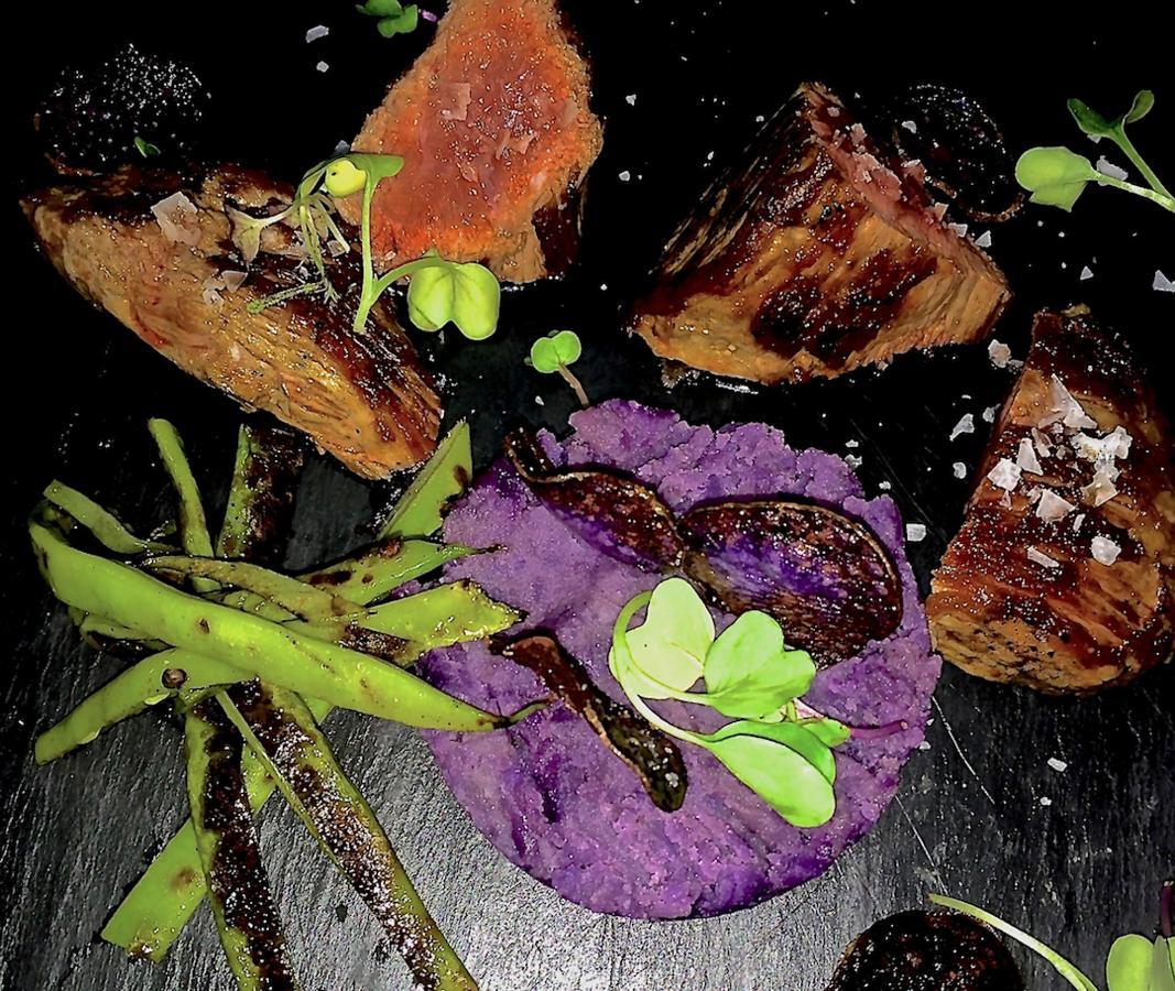 Plato - Presa Iberica a la plancha con puré de patatas moradas