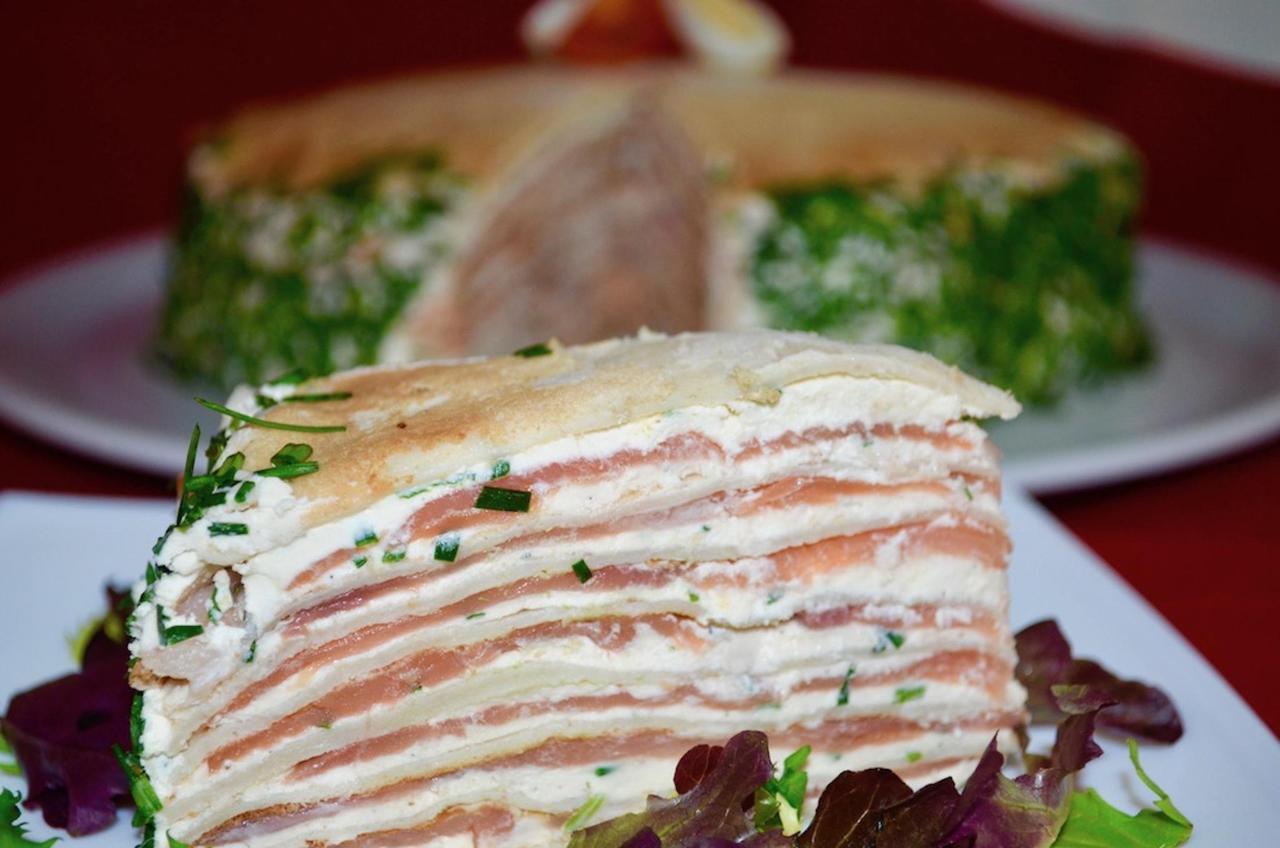 Entrante especial - Tarta de crepe, salmón y crema de queso