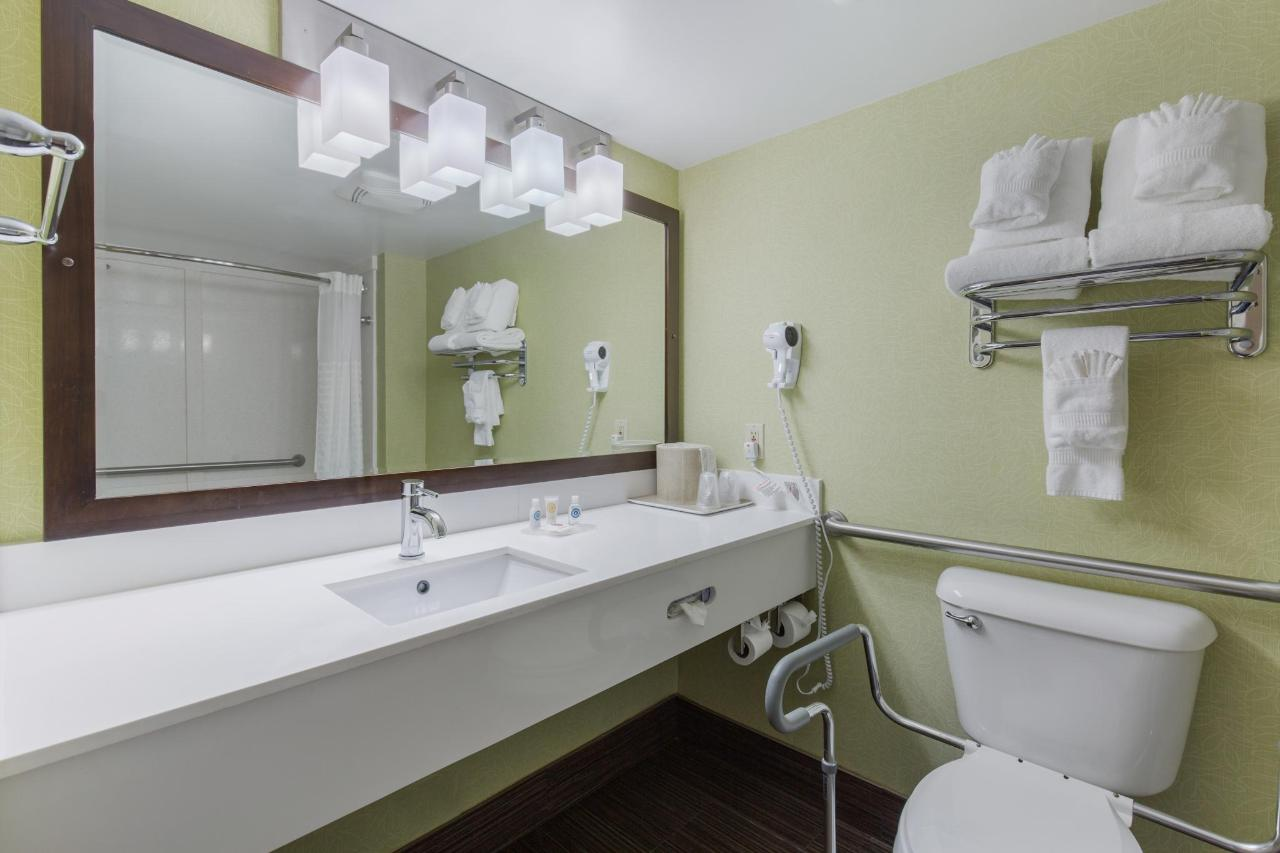 Accessible Suite - Bathroom.jpg
