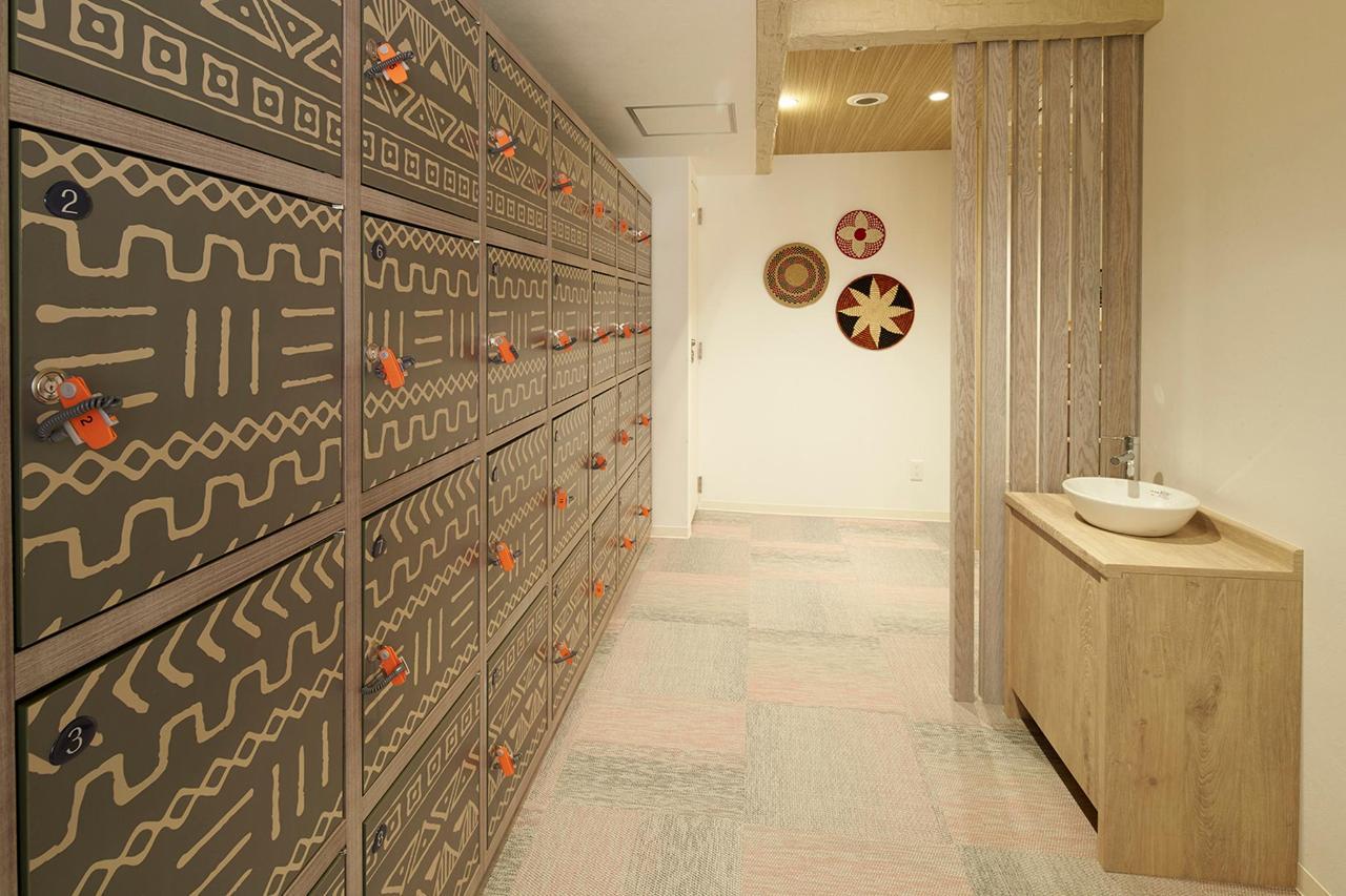 dressingroom2_54V6517.jpg