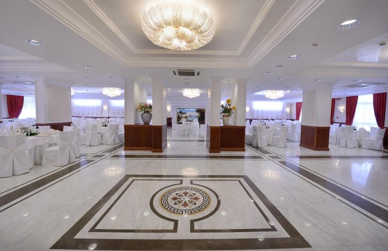 Sala-réceptions-entrée-conjoints
