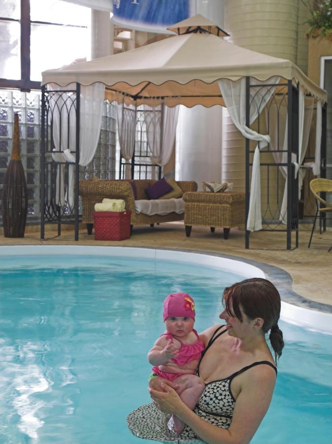 Clarion_Winnipeg_Indoor_Pool_Water_Park.jpg